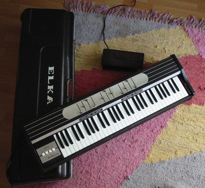 ELKA Rhapsody 610 with case and pedal
