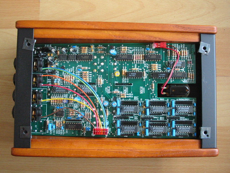 Moog Moogerfooger MF-103 12-Stage Phaser inside