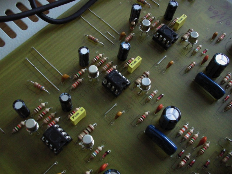 Syntomas Élkorus TDA350 analog BBD delay chips