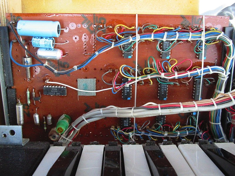 Vermona Piano-Strings inside